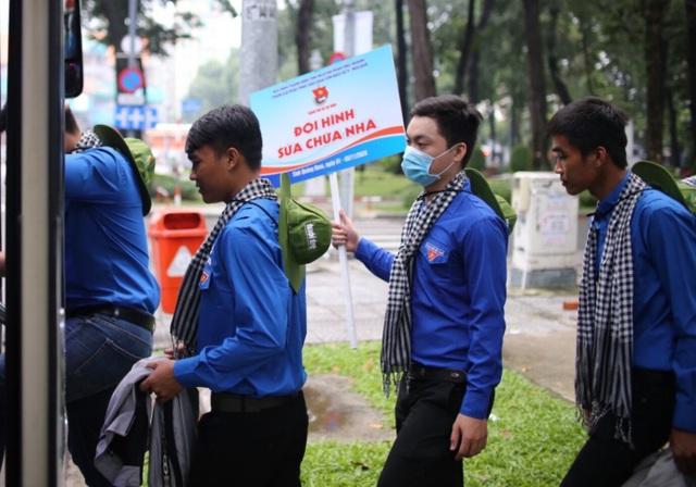 Áo xanh, khăn rằn phương  Nam ra miền Trung khắc phục hậu quả bão lũ - 3