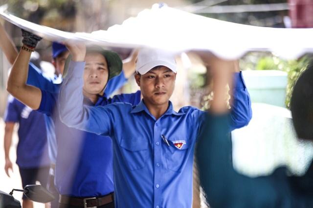 Áo xanh, khăn rằn phương  Nam ra miền Trung khắc phục hậu quả bão lũ - 6