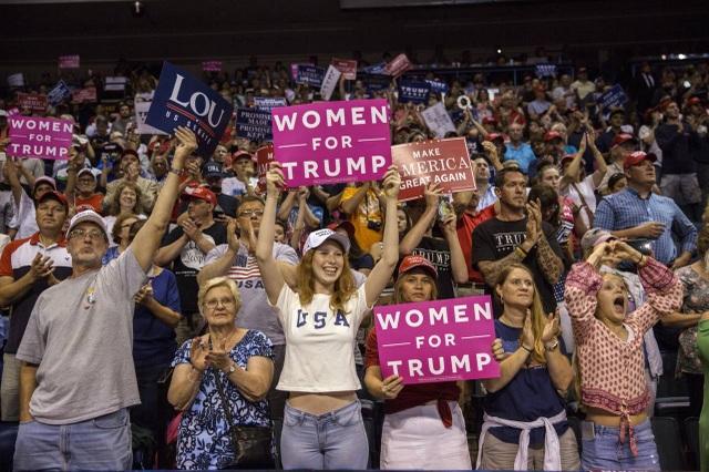 """Những phụ nữ giữ """"chìa khóa"""" cơ hội tái đắc cử của ông Trump - 2"""