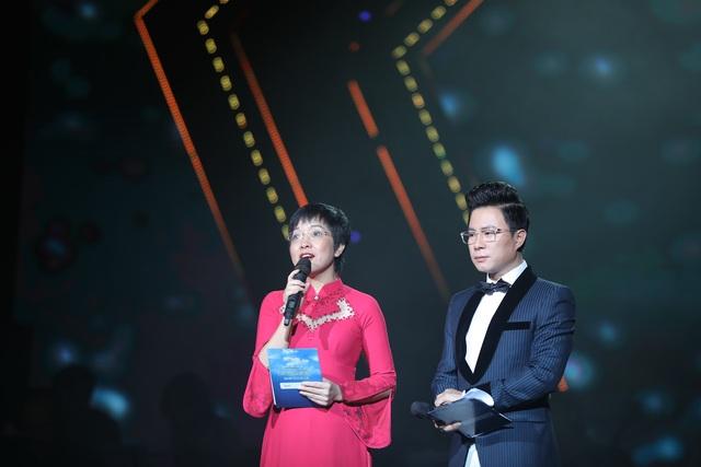 Nghệ sĩ nước mắt lưng tròng khi hát về miền Trung - 1