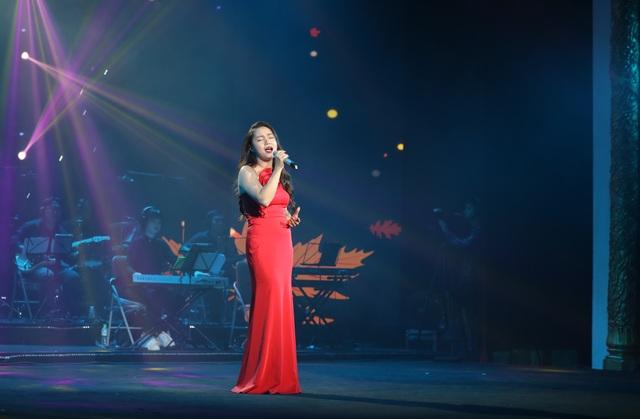 Nghệ sĩ nước mắt lưng tròng khi hát về miền Trung - 10