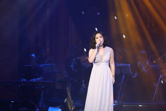 Nghệ sĩ nước mắt lưng tròng khi hát về miền Trung - 13