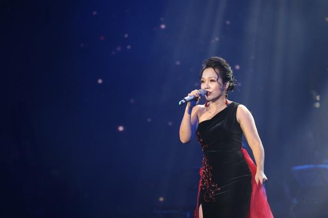 Nghệ sĩ nước mắt lưng tròng khi hát về miền Trung - 11