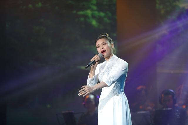 Nghệ sĩ nước mắt lưng tròng khi hát về miền Trung - 4