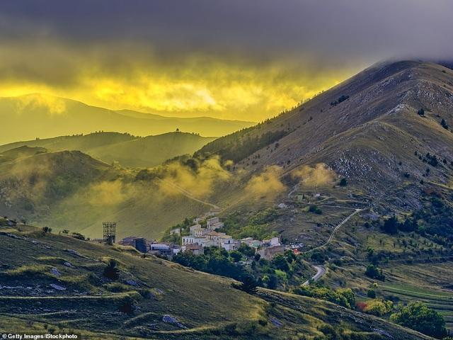 Ngôi làng tuyệt đẹp của Ý chu cấp hơn 1 tỷ đồng cho mỗi người đến sống ở đó - 1