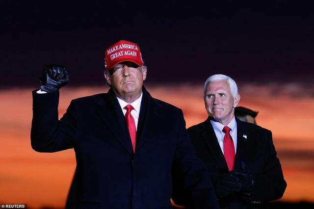 Nhà cái ở Anh dự đoán ông Trump giành chiến thắng bầu cử  - 1