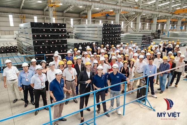 Hơn 1.000 nhà phân phối tham quan nhà máy sản xuất tôn thép Mỹ Việt - 3