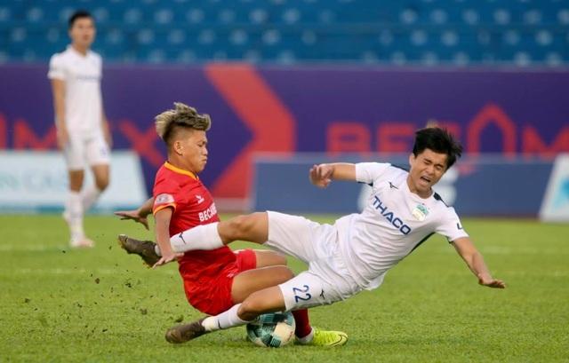 Dẫn trước hai bàn, HA Gia Lai vẫn thua ngược B.Bình Dương - 7