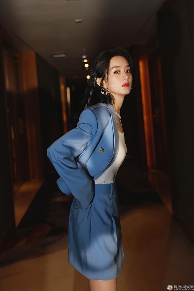 Gu thời trang sành điệu và vẻ ngoài ngọt ngào của Triệu Lệ Dĩnh - 5
