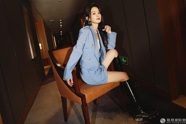 Gu thời trang sành điệu và vẻ ngoài ngọt ngào của Triệu Lệ Dĩnh - 2