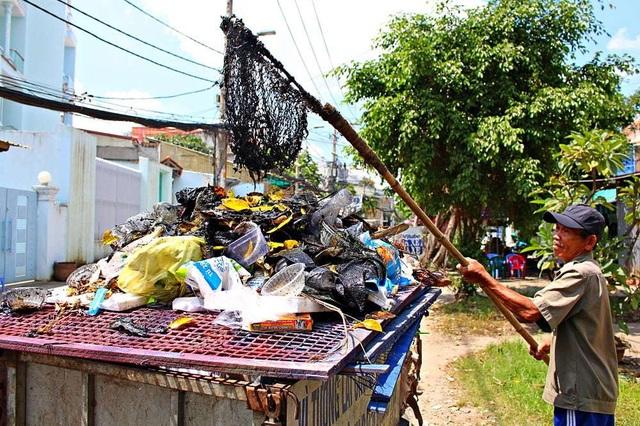 Người cựu binh 6 năm vớt rác, nhặt kim tiêm trên kênh Sài Gòn - 2