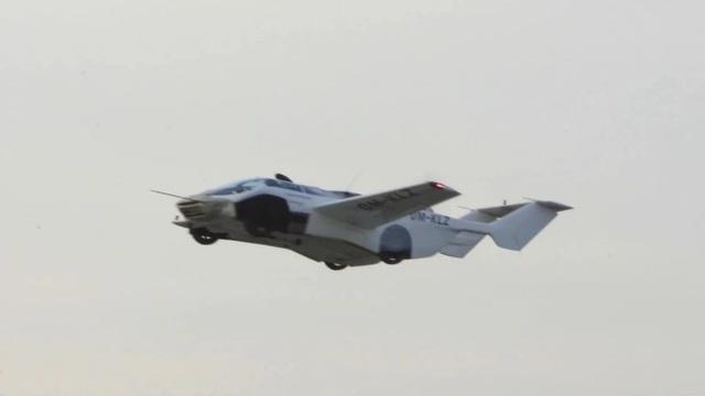Chiếc ô tô có thể biến hình thành máy bay chỉ trong 3 phút - 1
