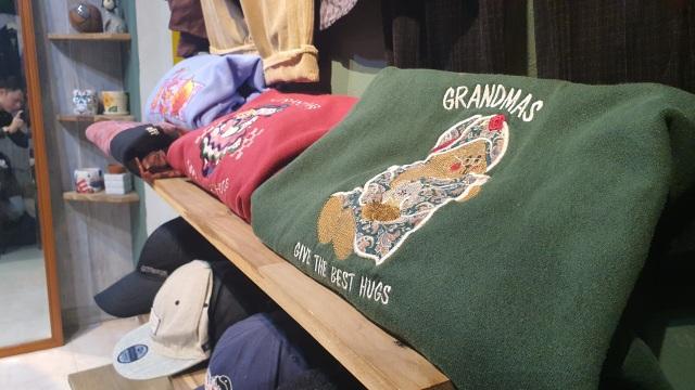 Chán hàng Quảng Châu, giới trẻ săn mua quần áo hàng hiệu cũ - 8