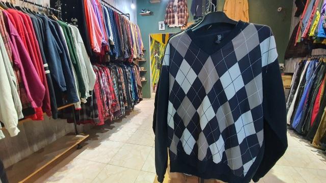 Chán hàng Quảng Châu, giới trẻ săn mua quần áo hàng hiệu cũ - 7