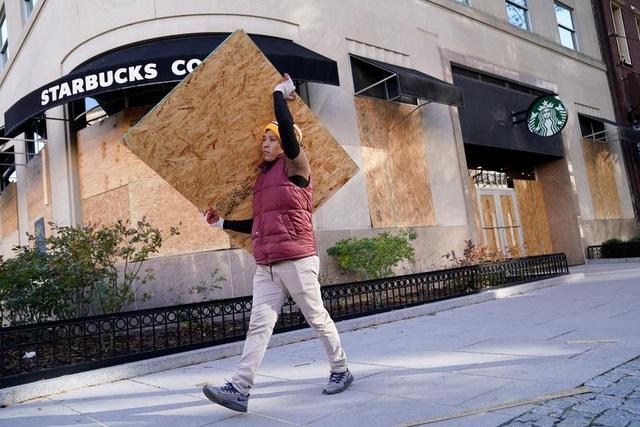 Người Mỹ cấp tập gia cố cửa hàng đề phòng bạo loạn - 1