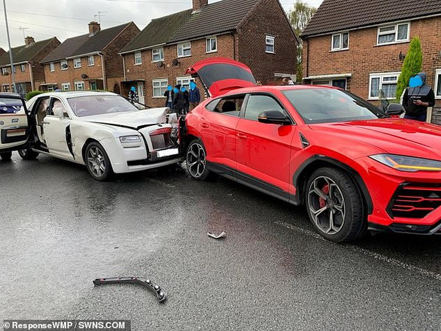 """Tông vào xe Lamborghini, tài xế Rolls-Royce """"bỏ của chạy lấy người"""" - 1"""