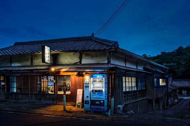 """Những chiếc máy bán hàng tự động """"cô đơn"""" ở Nhật Bản - 2"""