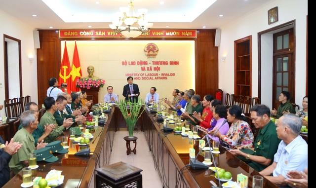 Bộ LĐ-TBXH gặp mặt đoàn đại biểu người có công với cách mạng tỉnh Cà Mau - 4