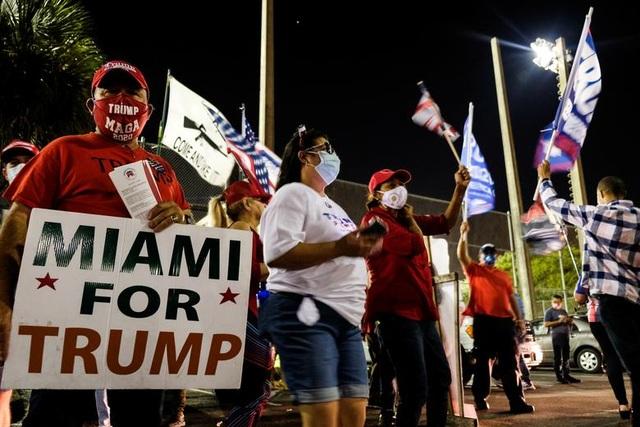 Bầu cử gay cấn, người Mỹ thâu đêm chờ kết quả - 11