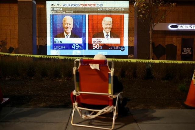 Bầu cử gay cấn, người Mỹ thâu đêm chờ kết quả - 12