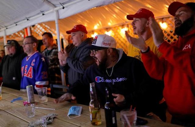 Bầu cử gay cấn, người Mỹ thâu đêm chờ kết quả - 4