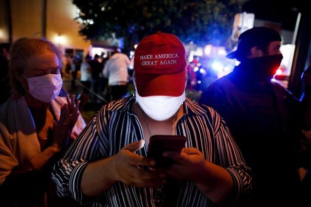 Bầu cử gay cấn, người Mỹ thâu đêm chờ kết quả - 7