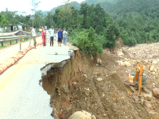 Hạ tầng giao thông Quảng Trị thiệt hại hơn 300 tỷ đồng vì mưa lũ - 1