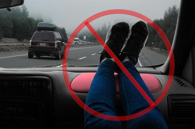 Những hình ảnh sốc kinh hoàng, hệ lụy từ thói quen ngồi xe của nhiều người - 4