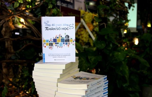 """Ra mắt cuốn sách """"Thay đổi cuộc sống với Nhân số học"""" - 1"""