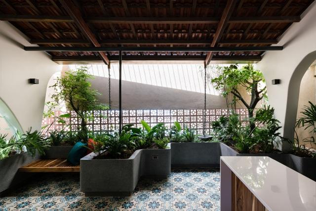 Mê mẩn nhà mái gỗ tuyệt đẹp, có sân thượng xanh mướt đủ loại cây ở Vũng Tàu - 13