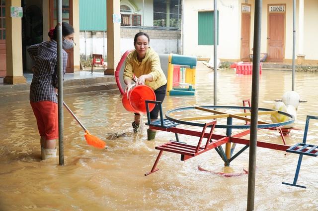 Ngành Giáo dục Nghệ An thiệt hại hơn 15 tỷ đồng do mưa lũ - 2