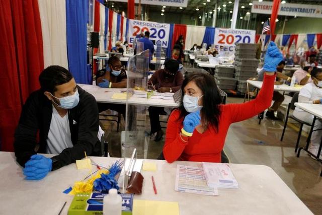 """Nước Mỹ """"nín thở"""" chờ kết quả bầu cử - 9"""
