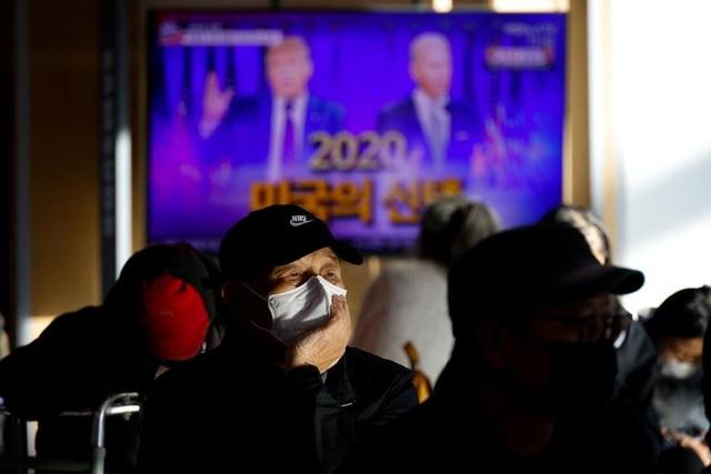 Thế giới thấp thỏm chờ cuộc đua Trump - Biden ngã ngũ - 10