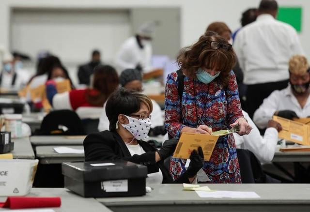 Nỗ lực kiểm phiếu xuyên đêm trong bầu cử Mỹ - 15