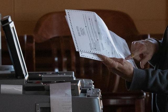 Nỗ lực kiểm phiếu xuyên đêm trong bầu cử Mỹ - 3