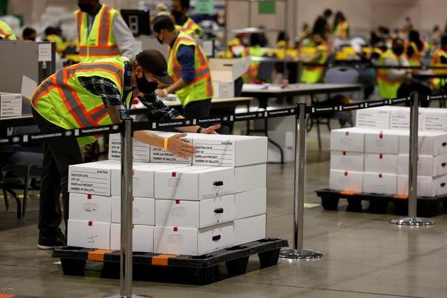 Nỗ lực kiểm phiếu xuyên đêm trong bầu cử Mỹ - 4
