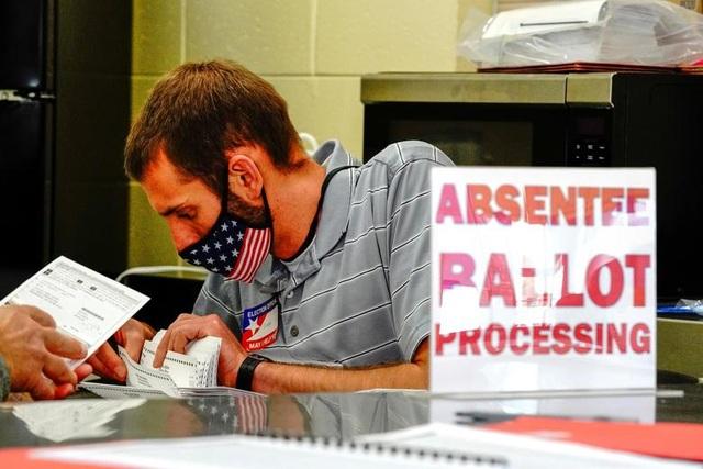 Nỗ lực kiểm phiếu xuyên đêm trong bầu cử Mỹ - 5
