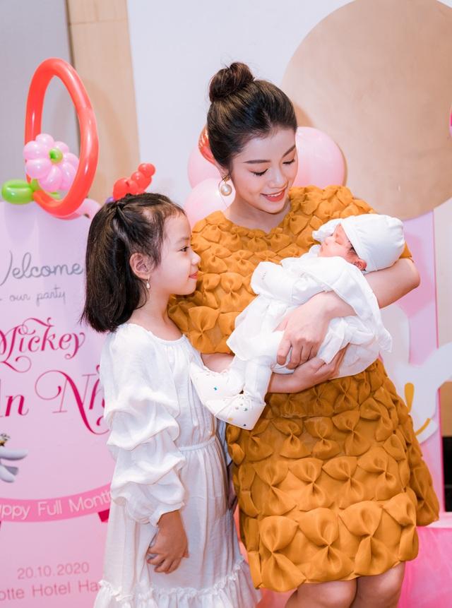 Sao mai Nguyễn Thu Hằng bất ngờ công bố đã sinh con dù chưa đám cưới - 4