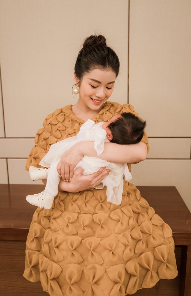Sao mai Nguyễn Thu Hằng bất ngờ công bố đã sinh con dù chưa đám cưới - 1