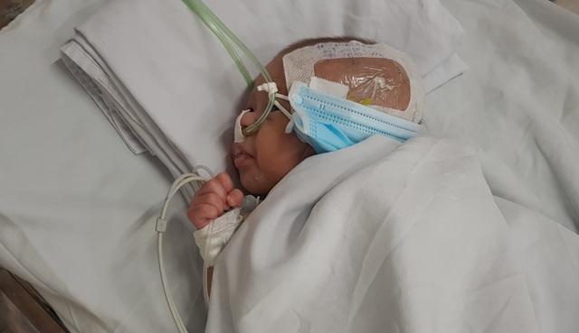 Bé trai sơ sinh vừa chào đời bị bỏ rơi trong bệnh viện - 3