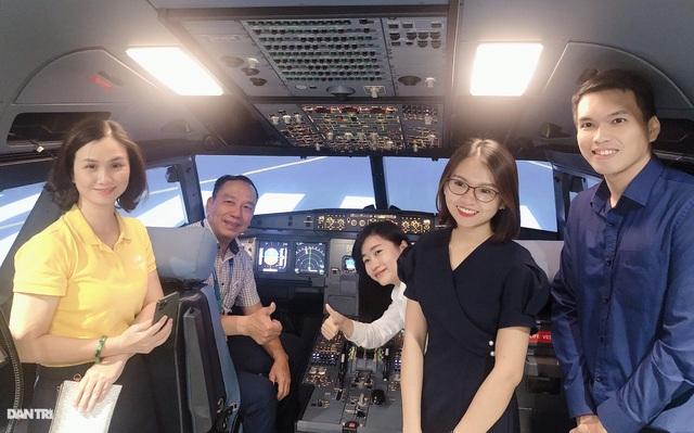Du khách đến TPHCM được trải nghiệm làm phi công - 1