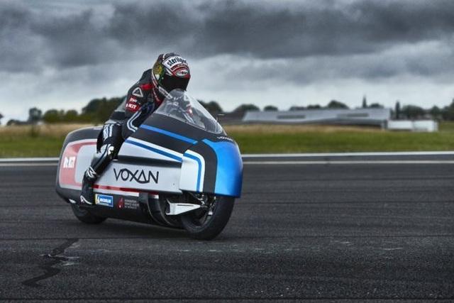 Bàng hoàng kỷ lục tốc độ 336,94 km/h xe máy điện vừa thiết lập - 9
