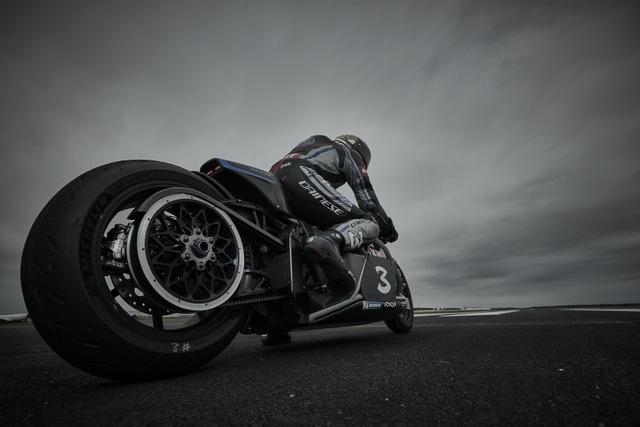 Bàng hoàng kỷ lục tốc độ 336,94 km/h xe máy điện vừa thiết lập - 10