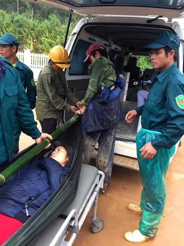 Thai phụ được khiêng vượt 20km đường sạt lở đi cấp cứu nhưng vẫn mất con - 4