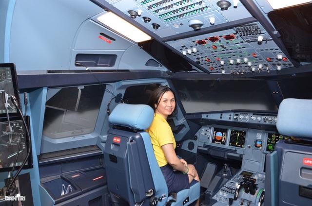 Du khách đến TPHCM được trải nghiệm làm phi công - 5