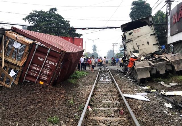 Bộ GTVT yêu cầu truy trách nhiệm vụ tàu hỏa tông đứt đôi xe container - 1