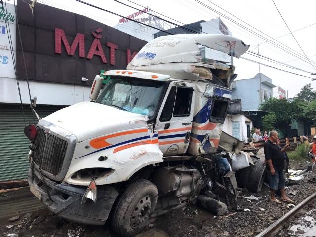 Bộ GTVT yêu cầu truy trách nhiệm vụ tàu hỏa tông đứt đôi xe container - 3