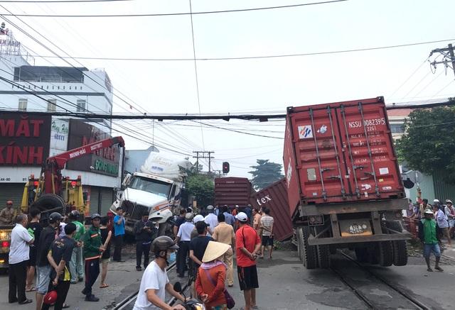 Bộ GTVT yêu cầu truy trách nhiệm vụ tàu hỏa tông đứt đôi xe container - 2