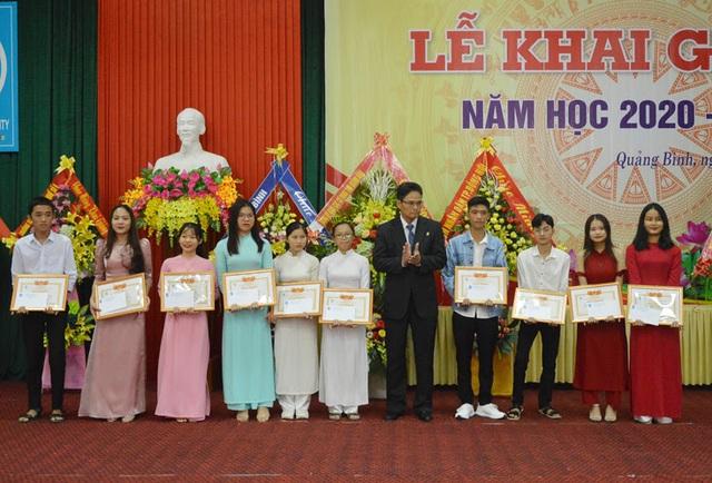 Trường Đại học Quảng Bình chào đón hơn 1.400 tân sinh viên ở các hệ đào tạo - 2