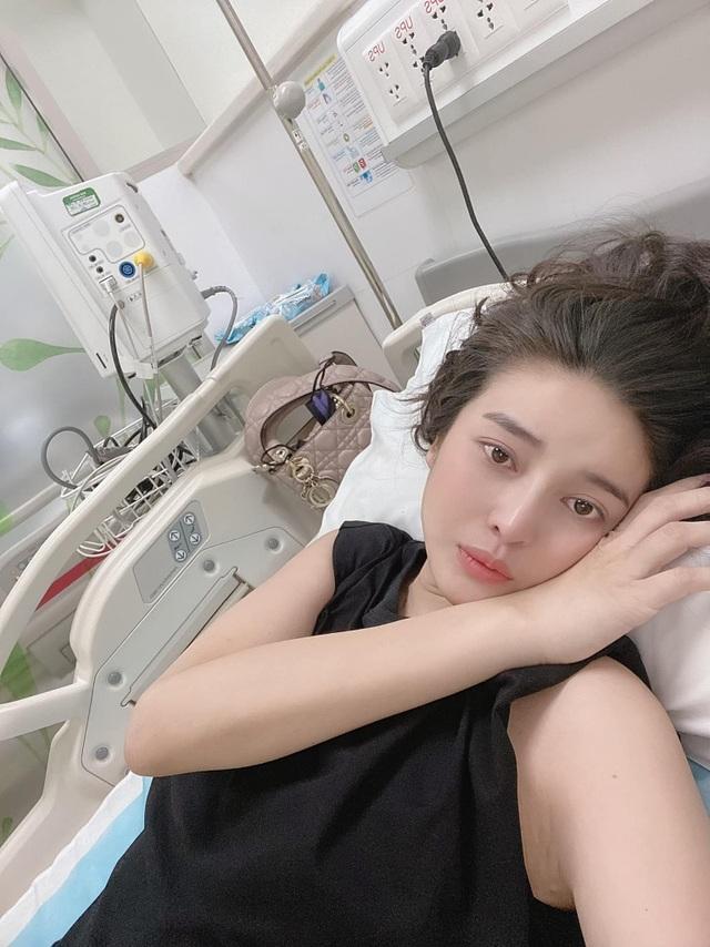 Sau những ngày nằm viện, Cao Thái Hà trở lại với thần sắc rạng rỡ - 1